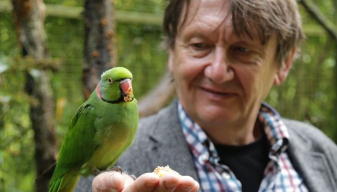 carl_jones_with_echo_parakeet
